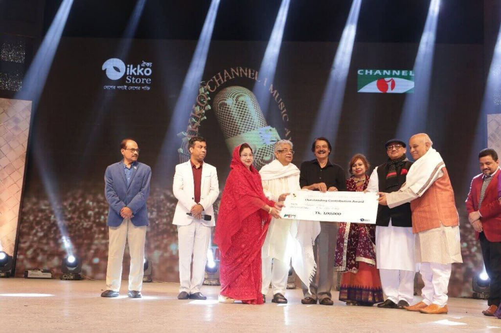 Lifetime-Award-of-2019-was-given-to-Singer-Rafiqul-Islam-and-Fakir-Alamgir-Oikko-Channel-I-Music-Awards-2019