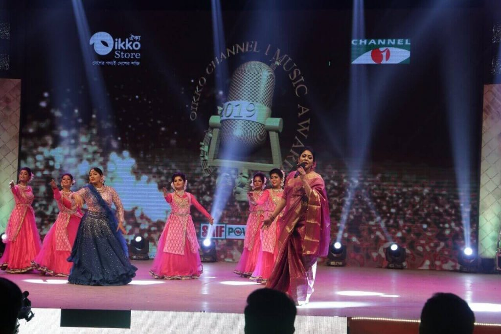 Eye-Catching-performance-by-performers-and-Nazrul-Sangeet-singer-Ferdous-Ara-Oikko-Channel-I-Music-Awards-2019